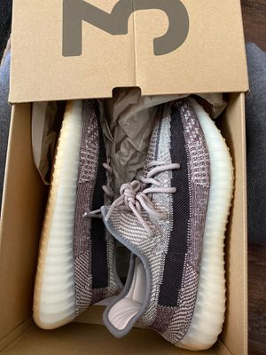Yeezy boost 350 V2 SIZE 9 for Sale in Lawrence, MA
