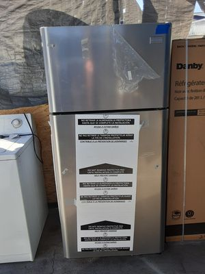 $450 Frigidaire stainless 18 cubic fridge brand new never used includes delivering the San Fernando Valley a warranty and installation for Sale in Los Angeles, CA