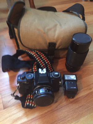 Sears 35mm FILM Camera, Flash, Zoom Lens, Bag. for Sale in Naugatuck, CT