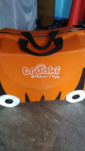 Luggage for kids with 4wheels for Sale in Chula Vista, CA