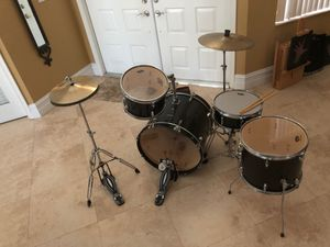 Drum set w/ extra sticks and extra cymbals for Sale in Pembroke Pines, FL