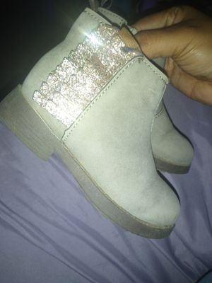 Little girl boots size 6 for Sale in Lindsay, CA