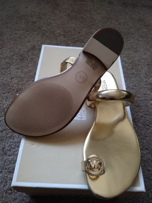 Michael kors Womens nora toe thong sandals for Sale in Moreno Valley, CA