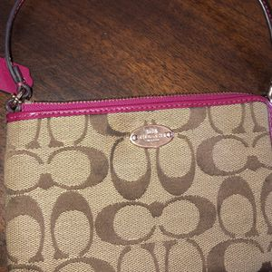 Fuchsia Coach Wristlet for Sale in Hollywood, FL