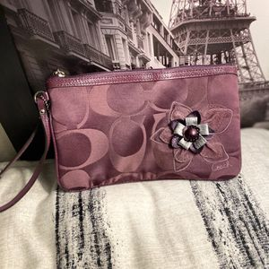 Coach Large Wristlet for Sale in El Monte, CA