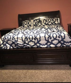 5 piece Cal King Bedroom set for Sale in Corona, CA