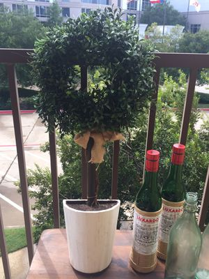 """30"""" Faux/Fake Boxwood Plant Wall Topiary in White Pot with Burlap Bow for Sale in Irving, TX"""
