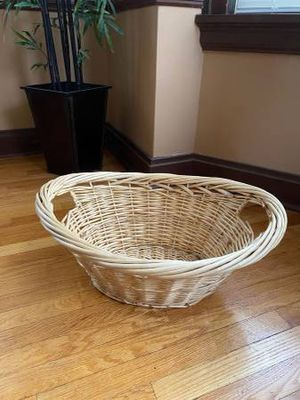 WICKER LAUNDRY BASKET for Sale in University City, MO