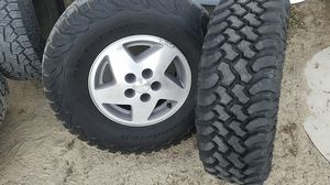 Jeep Cherokee wheels and tires 5 lug 31.10.50 15 for Sale in Lucerne Valley, CA