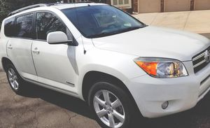 VERY CLEAN INSIDE AND TOYOTA RAV4 2006 for Sale in Columbus, OH
