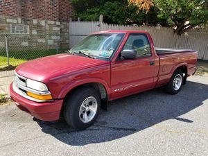 2000 Chevrolet s10 (NEEDS FUEL PUMP) for Sale in Philadelphia, PA