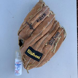 Baseball glove for left-handed person for Sale in Tamarac, FL