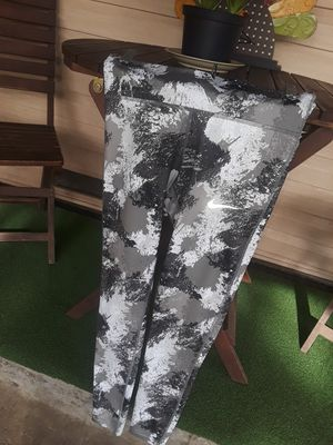 NWOT Women's Nike leggings size small located in south Sacramento for Sale in Elk Grove, CA
