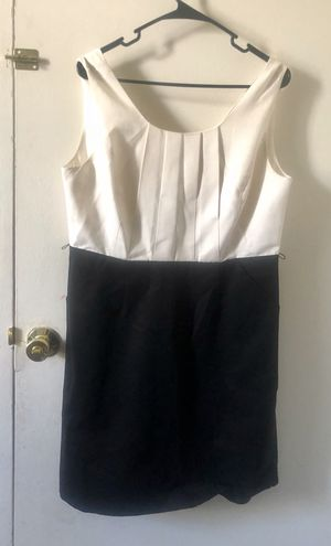 ELEGANT BLACK AND WHITE DRESS for Sale in Schaumburg, IL