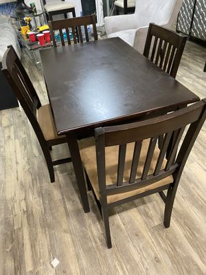Dining table with four chairs. All chairs and table in good condition. for Sale in Pompano Beach, FL