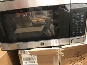 GE 950 watt stainless microwave for Sale in Sterling, VA