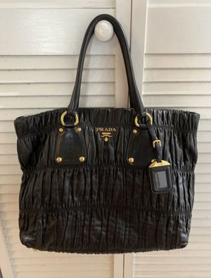Prada Leather tote bag for Sale in Fullerton, CA