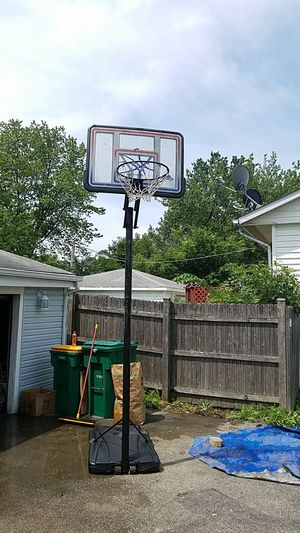 Basketball hoop for Sale in Romeoville, IL
