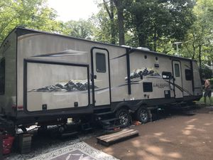 2013 Lacrosse by Forest River camper 35.8 foot luxury lite for Sale in Conowingo, MD