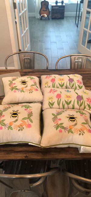 Throw pillows and decor for Sale in Lutz, FL