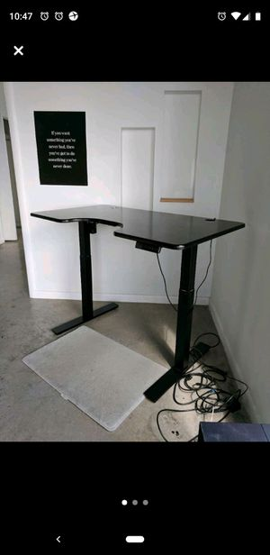 Autonomous standing / sitting desk for Sale in Miami, FL