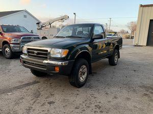 2000 toyota tacoma 4x4 for Sale in Aurora, IL