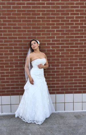 Ivory A-line Lace Wedding Dress with Side Split Detail Size 4 for Sale in Virginia Beach, VA