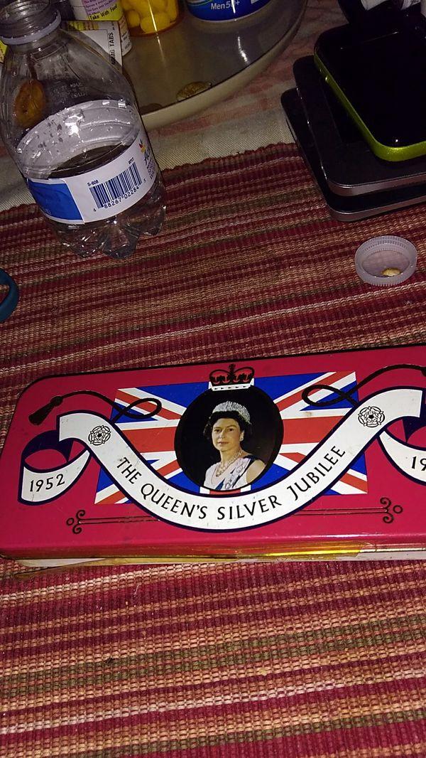 Queen Elizabeth commemorative candy tin