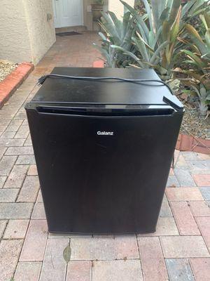 Gazier mini fridge, good size for Sale in Miramar, FL