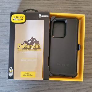 Samsung Galaxy S20 Ultra Otterbox Defender series Case with belt clip holster black for Sale in Santa Clarita, CA