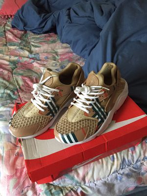 Burberry huaraches for Sale in Columbus, OH