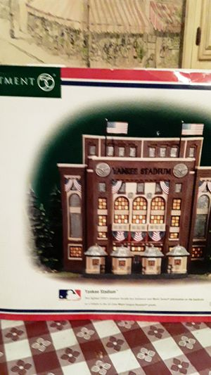 Department 56 yankee stadium with lights,collectible, for Sale in Brooklyn, NY