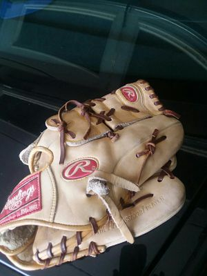 Rawlings A2000 baseball glove for Sale in Irwin, PA