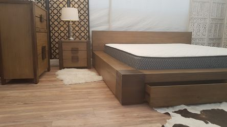 Modern King Driftwood Finish Bedroom Set for Sale in Santa Monica,  CA