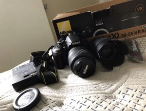 NIKON D3200 18-55 VR KIT COMES WITH AN EXTRA LENSES for Sale in Miami, FL