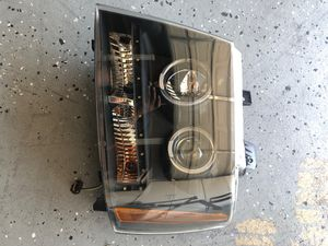 Headlight for Chevy Tahoe 2007_2012 used 3 months only including Bulb for Sale in El Cajon, CA