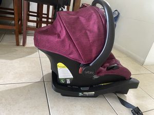 Urbini car seat for Sale in Miami, FL