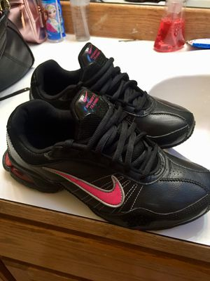 Nike woman's training size 7 new for Sale in Lake Stevens, WA
