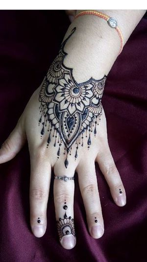Henna details for ladies only for Sale in Detroit, MI
