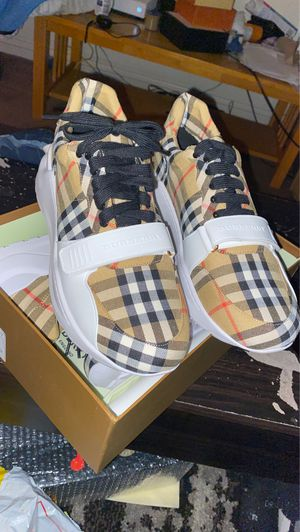 Burberry shoes euro 38, 44 for Sale in Las Vegas, NV