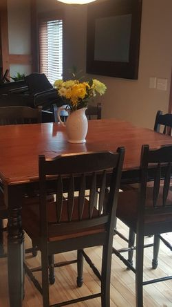 Kitchen Table And Chairs for Sale in Lake Stevens,  WA