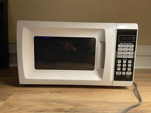 Hamilton Beach 0.7 Cu. Ft. White Microwave Oven for Sale in Ithaca, NY