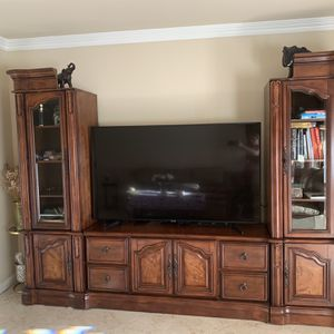 Beautiful Wood Entertainment Center: TV Stand+2 Bookshelves for Sale in Burbank, CA