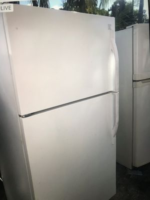 Refrigerator kenmore like new for Sale in West Palm Beach, FL