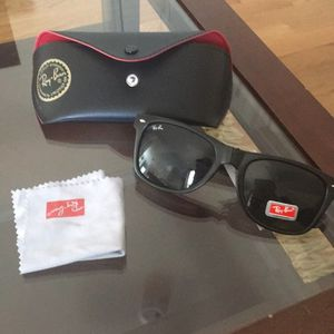 Brand New Ray Ban sunglasses for Sale in Bronx, NY