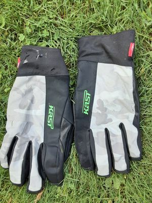 Kast waterproof fly fishing gloved for Sale in Loganton, PA