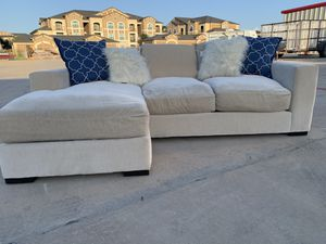 Can deliver - Gallery design by Dillard's reversible cream sectional couch sofa for Sale in Burleson, TX