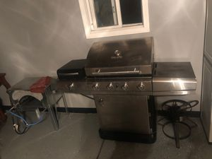 BBQ GRILL ( propane/ natural gas grill ) for Sale in Dearborn, MI