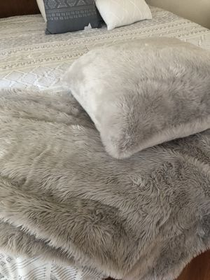 Faux fur blanket and pillow for Sale in Tacoma, WA