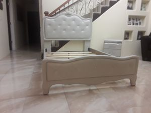 Like new great condition full size bed frame with diamond buttons on headboard and footboard need to see to appreciate price deliver extra for Sale in Mercedes, TX